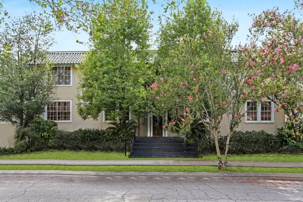 Photo 1530 Bordeaux B  SUPERB Location Just ONE Block off Saint Charles (Uptown)