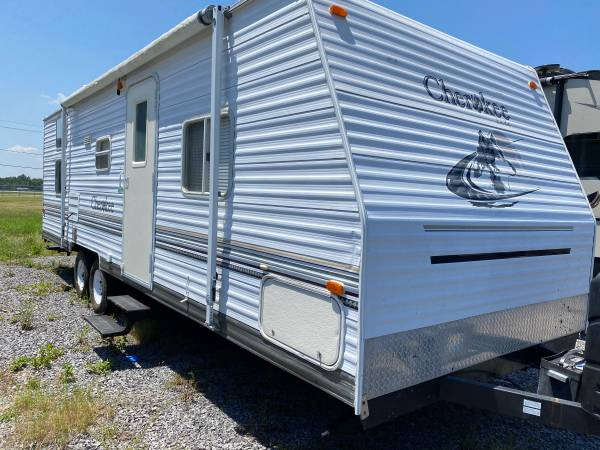 Photo 2005 Cherokee 29FT bunkhouse with a super slide out - $6,700 (Kenner la)