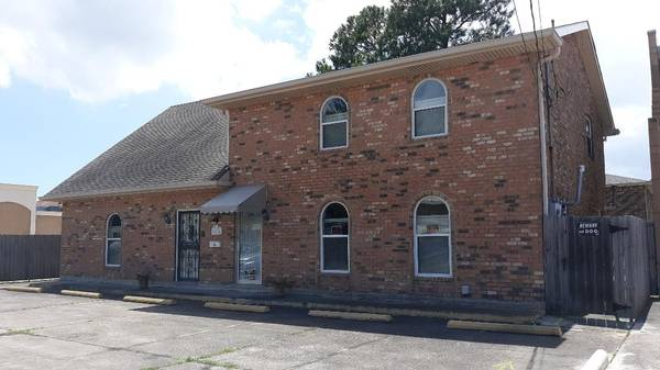 Photo 4516 Shores Dr.-Former Beauty Salon For Lease - $2,000 (Metairie)