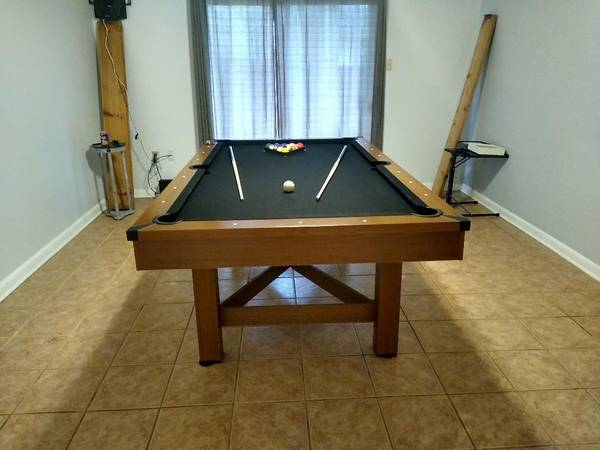 Photo 8 foot Pool Table Excellent condition Moving Priced to Move - $275 (Pearl River)