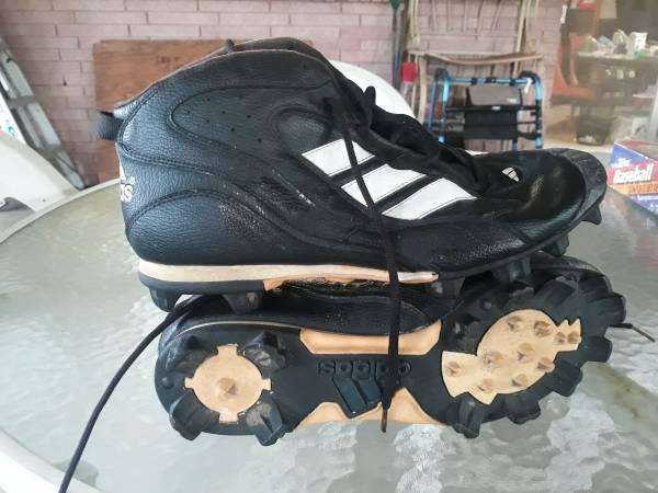 Photo ADIDAS FOOTBALL CLEATS Size 13 near new - $16 (NEW ORLEANS. Gen de Gualle corridor)