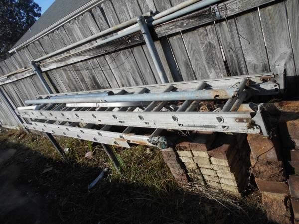Photo Aluminum ladders - $1 (Abita Springs La)