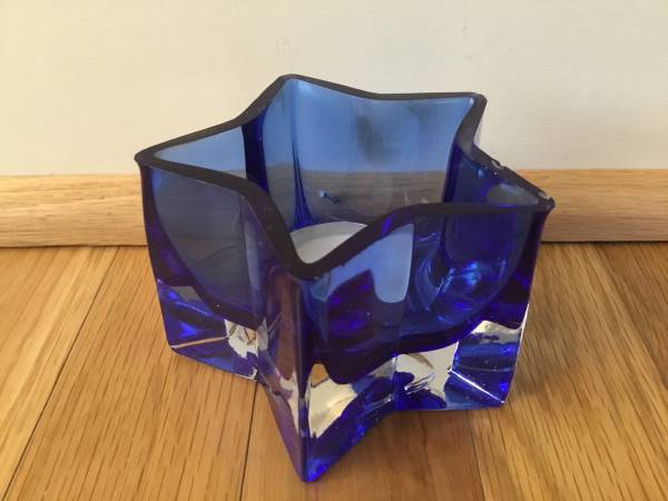 Photo Cobalt blue tea candle holder - $5 (Lakeview)