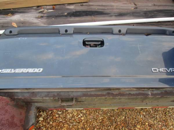 Photo GM tailgate - $100 (abita springs)