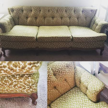 Photo Green Fabric Antique Victorian tufted back extra large Sofa Couch - $390 (Altamonte Springs)