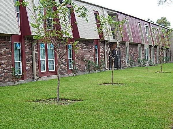 Photo HOME FOR THE FALL 3 BED, 2 BATH AUGUST MOVE IN SPECIAL  (New Orleans)