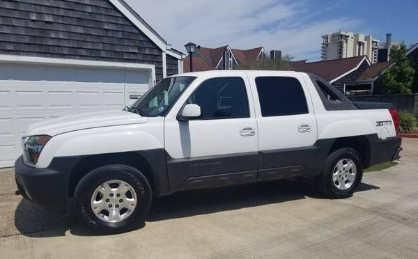 Photo Low Miles Chevy Avalanche - $6500 (Lakeview)
