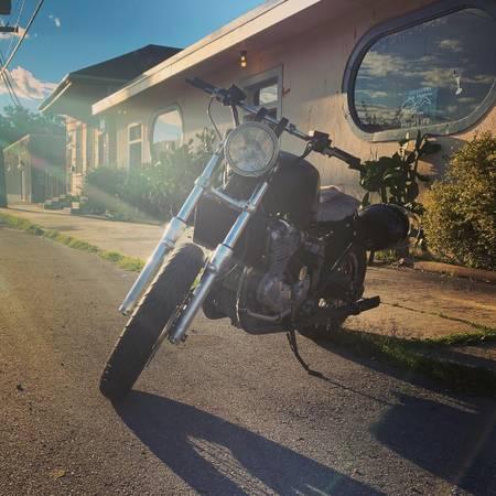 Photo PRICE REDUCED 1995 Triumph Thunderbird 900 - $1,250 (New Orleans)