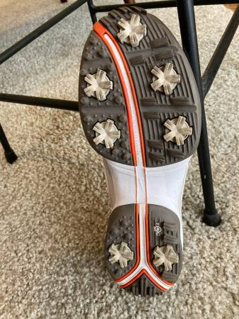 Photo Womens Nike Air Golf Shoes 7.5 - $20 (Mandeville)