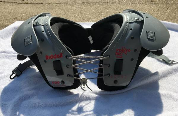 Photo Youth Riddell Power Pac Football Shoulder Pads, Chest - $20 (Destrehan)