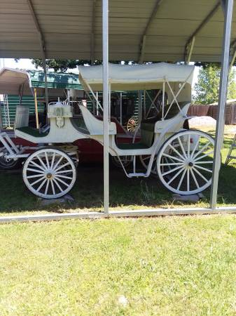 Photo $$$ money maker $$$-- beautiful HORSE DRAWN CARRIAGE--parade ready - $6500 (Alba,Texas  Lake Fork)