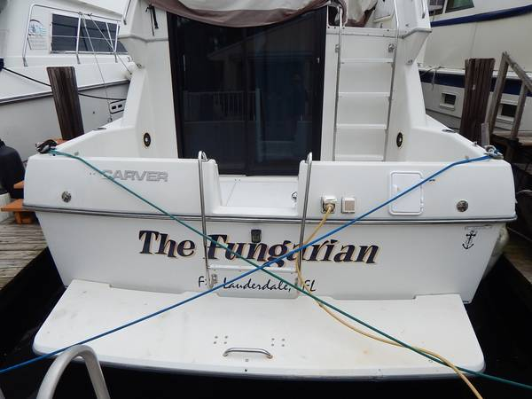 Photo 1993 30 Carver 300 Flybridge - $25,500 (Legal Liveaboard Slip Available FT Lauderdal)