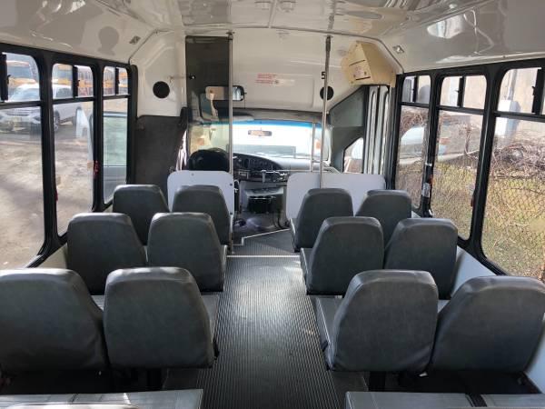 Photo 2002 Ford 25 Passengers  driver. E450 Bus 7.3 diesel van, 254,000 mil - $5 (Jersey City)