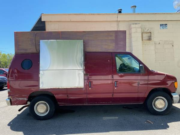 Photo 2003 FORD E250 FOOD TRUCK FOR SALE NEED GONE ASAP - $9500