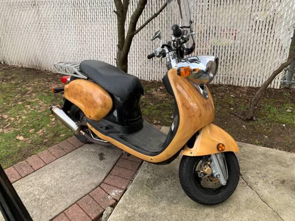 Photo 2007 Yamaha Vino 125cc 125 only 2000 miles - $2,450 (Brooklyn)