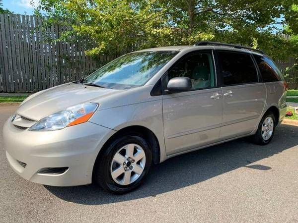 Photo 2009 TOYOTA Sienna LE 7 Passenger 4dr Mini Van Minivan (Flushing)
