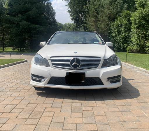 Photo 2013 Mercedes-Benz C300 4MATIC Sedan Sport Package - $14,700 (Great Neck)