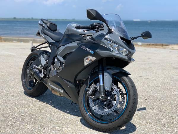 Photo 2019 Kawasaki ninja zx6r 636 krt only 1000 miles - $9,750 (Brooklyn)