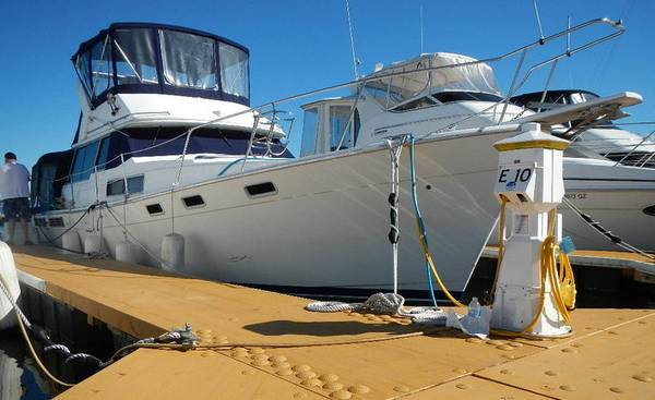Photo 38 ft Bayliner Motor Yatch with live a board slip you own the slip - $85,000 (Bronx)