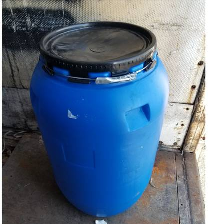 Photo 55-GALLON, FOOD GRADE, REMOVABLE LID, PLASTIC DRUMS. LIKE NEW - $45 (Yonkers)