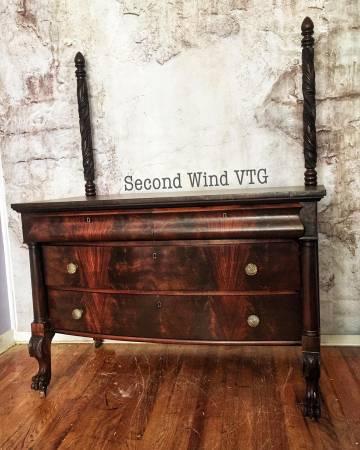 Photo Antique Flame Mahogany Dresser w Mirror- Free Delivery - $450 (port washington)