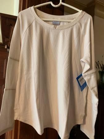 Photo Columbia Sportswear shirt, woman XL, brand new w tags, long sleeves, - $10 (Park Slope)