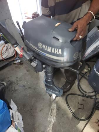 Photo F6 hp Yamaha Outboard motor engine 2010 - $850 (I will ship worldwide)