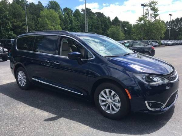 Photo Lease Dodge Grand Caravan Durango Challenger Ram Chrysler Pacifica - $279 (709 Middle Neck RD Great Neck NY)