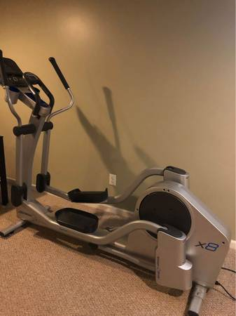 Photo Life Fitness X8 Elliptical wFREE DELIVERY - $1,699