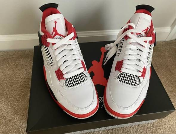 Photo Nike Air Jordan 4 Retro Fire Red 2020 - $250 (Brooklyn)