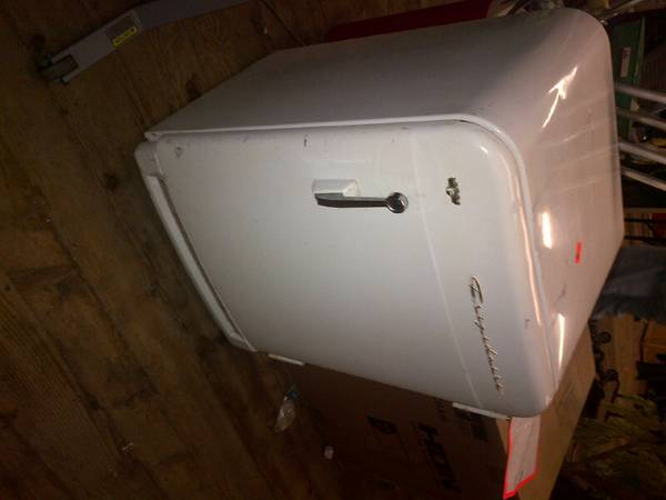 Photo Retro mini fridge Short vintage gm frigidaire refrigerator lowboy - $1,200 (make offer)