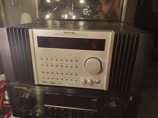 Photo Rotel RSX-1067 Surround Sound Receiver - $350