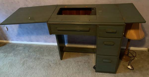 Photo Sewing Machine Desk (Howard Beach)