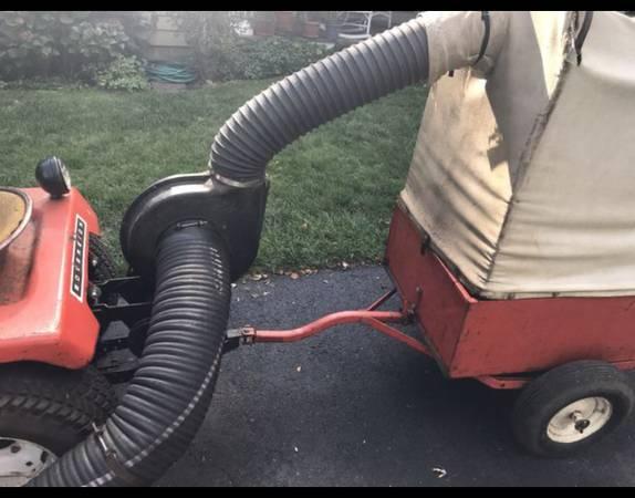 Photo Simplicity Allis-Chalmers leaf vacuum system - $270 (Danbury)