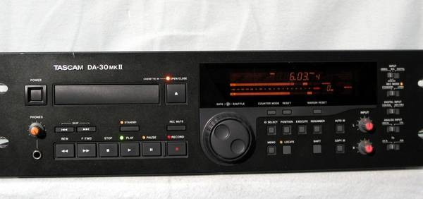 Photo TASCAM DA-30 MK-II Professional Dat Recorder - $225 (Upper East Side)