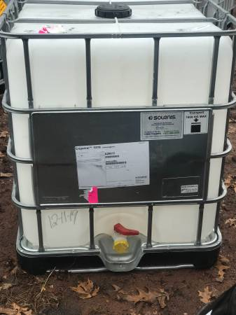 Photo Tanks for Water....fuel sealcoating pressure washing, farm - $125 (Hartford)