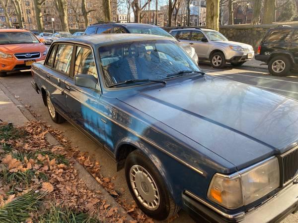 Photo Volvo 240 Sedan 1991 Only 88k Mileage - $4,000 (Brooklyn)