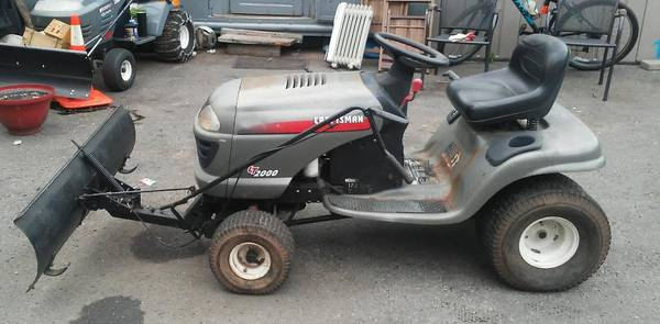 Photo craftsman riding mowerwith snow plow - $395 (ny)