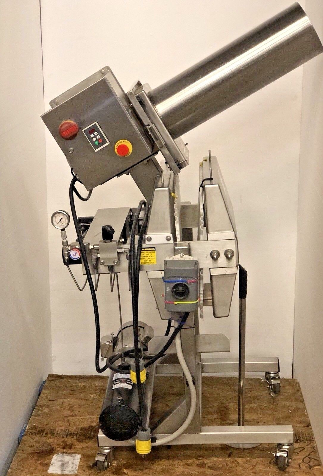 Photo GoodNature Commercial Cold Press X-1 IPX4 Juicer  EG-260 Grinder. 2014 Model