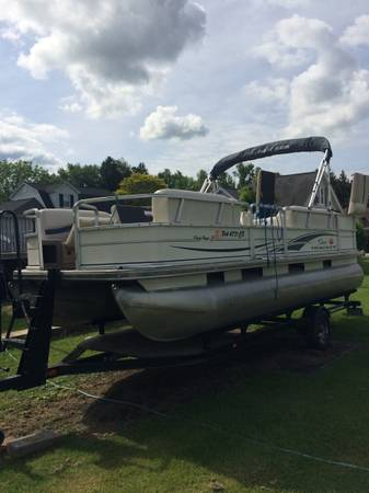 Photo trade 2005 21ft sun tracker pontoon boat with 50hp mercury 4 stoke - $13,000 (throop pa)