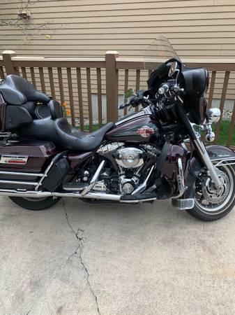 Photo 05 Harley Ultra - $6,900 (Kentwood)