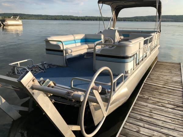 Photo 1997 Suncruiser Pontoon Boat  Hoist - $4,000 (Honor - Platte Lake)