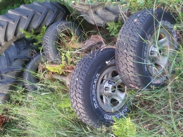 Photo 2000 Jeep Cherokee axles Front  rear - $75 (Mayfield  Traverse City)