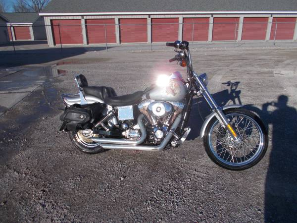 Photo 2001 Harley Davidson Dyna WideGlide only 15,000 miles - $3,350 (Bay City Mile Maker)
