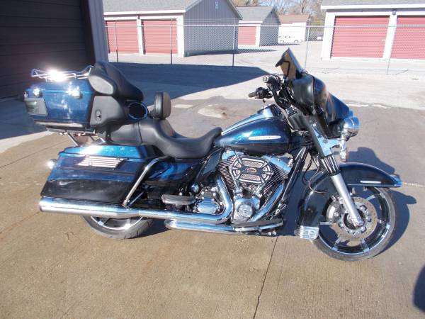 Photo 2012 Harley Davidson Ultra Classic Limited 103cu only 11,000 miles - $8,950 (Bay City Mile Maker)