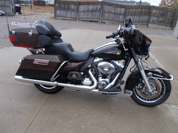Photo 2013 Harley Davidson Ultra Limited 110 Year Anniversary 9000 miles - $9,950 (Bay City Mile Maker)