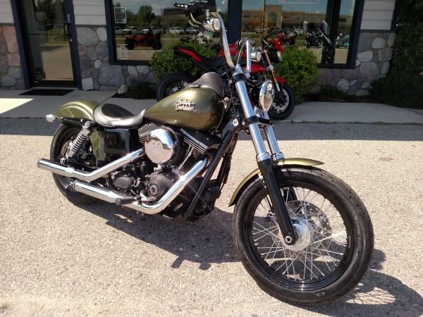Photo 2016 Harley Dyna Street Bob - Olive Gold - Rineharts - 4,600 miles - $11,400 (Miller39s - Petoskey)