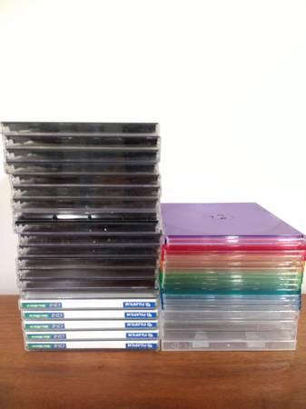 Photo 37 DVD CD cases (Cadillac)
