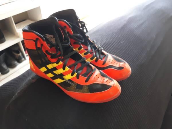 Photo Adidas Wrestling shoes boys size 5.5 - $30 (Traverse City)