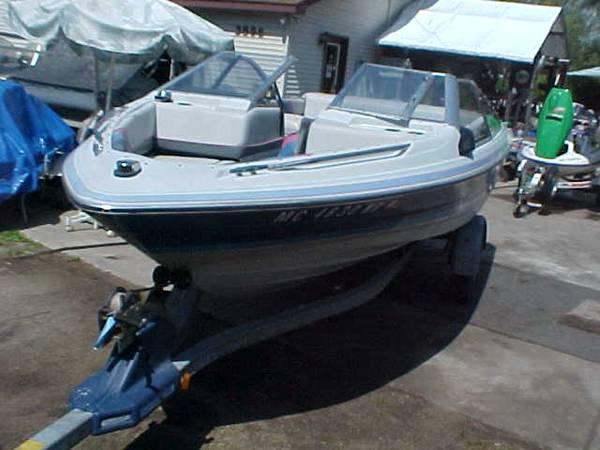 Photo Bayliner Capri 17 Runabout I.O - $2,300 (Houghton Lake)